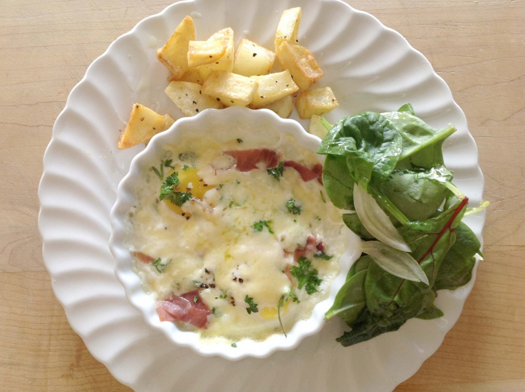 Oeufs en Cocotte. Baked eggs, French Style.