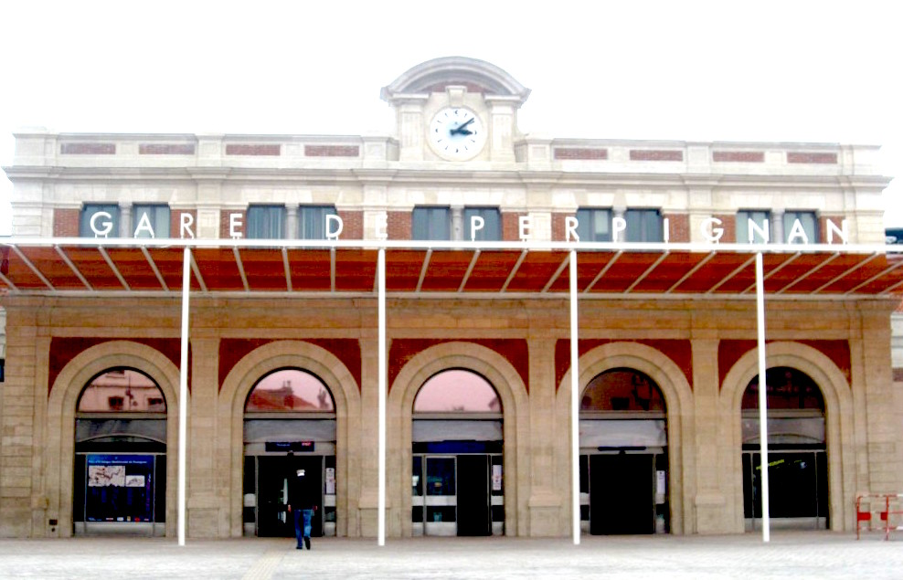 Perpignan train station: The center of the world.
